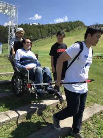 人生の初のハイキングに車いすユーザーが挑戦