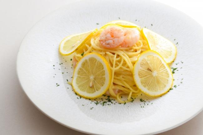 海老のレモンクリームフェデリーニ(果実のスープ付) 価格:1,650円(税込)