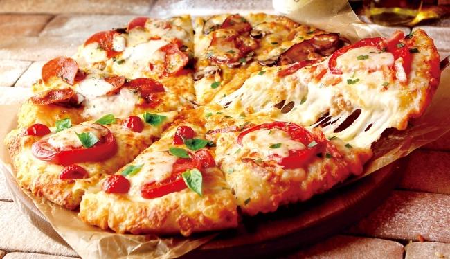 ピザーラの冬限定 カニも入った2つのクォーターピザが新登場