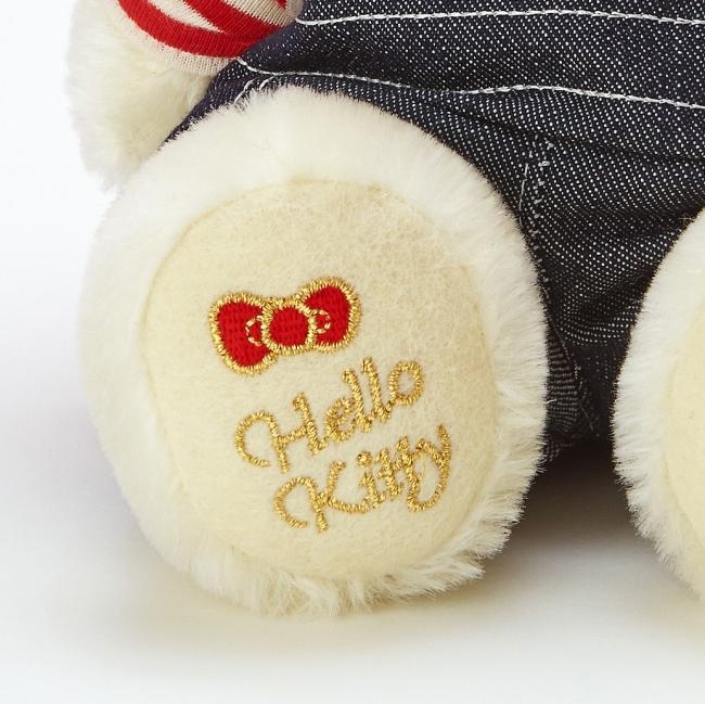 オリジナルぬいぐるみの足裏には刺繍あり