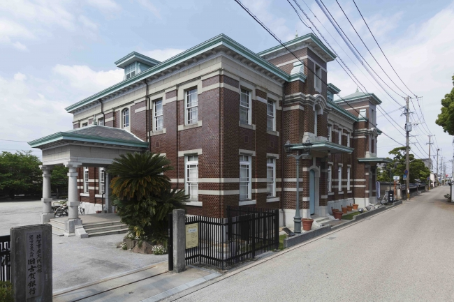 【旧古賀銀行】佐賀市歴史民俗館(7館)のうちの1つで、明治18年に建てられた銀行跡。館内にはカフェもあり、大正ロマンを感じられる人気スポットです。