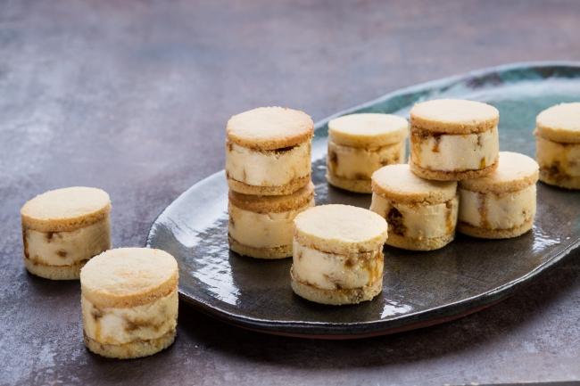 マカダミアナッツのアイスクリーム・サンドイッチ