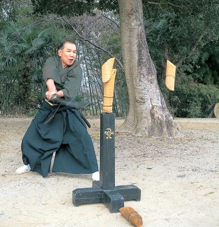 日本刀の試斬り(イメージ)