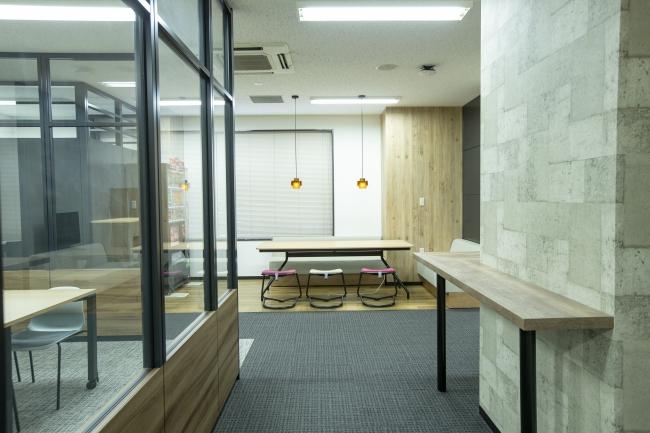 開放的なミーティングスペース