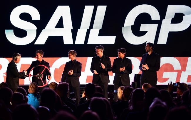 ロンドンでの発表イベントにおいてSailGP CEOのサー・ラッセル・クーツから紹介されるイギリスチームのメンバーたち