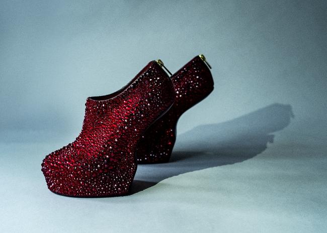 Heel-less Shoes, 2019 ©2019 NORITAKA TATEHANA K.K. Courtesy of KOSAKU KANECHIKA
