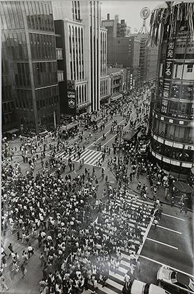 銀座4丁目 4丁目交差点 師岡宏次/撮影 1973年(昭和48)