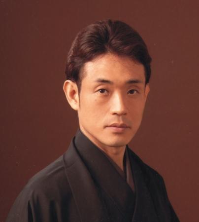 今藤長一郎 京都府出身。79年今藤文子に師事し、長唄を、88年藤舎呂船師に師事し、長唄囃子を学ぶ。現在、邦楽演奏会、日本舞踊公演、NHKテレビ・ラジオ等で活躍している。