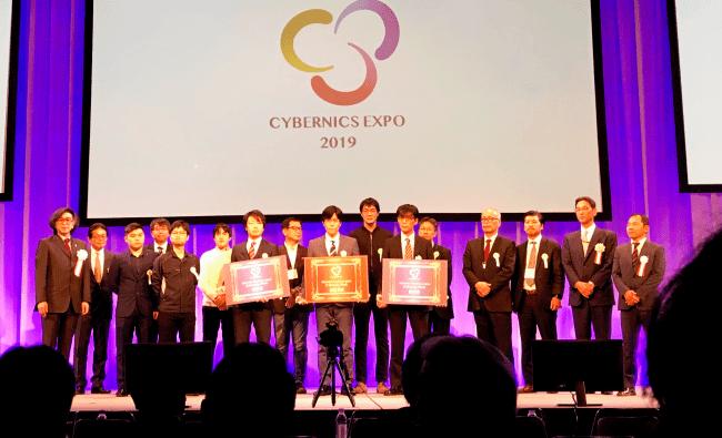 授賞式の様子(前列左:当社代表取締役CEO 小池)
