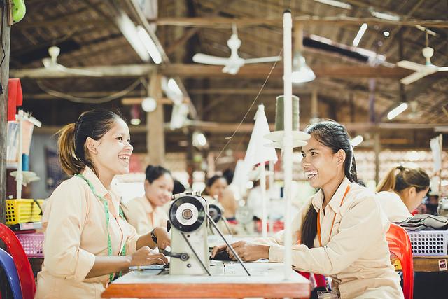 工房で働く作り手たち