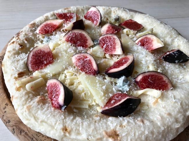 黒イチジクのクアトロフォルマッジピザ