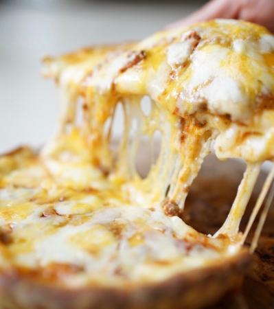 こぼれチーズピザ