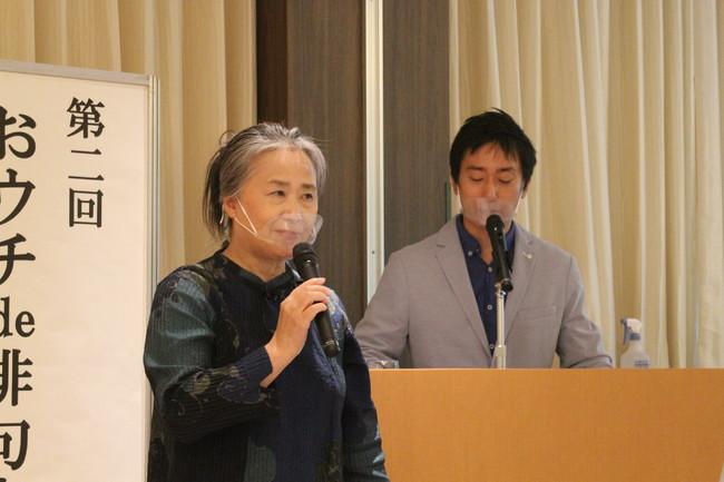 夏井先生と軽妙に式を進める司会の家藤さん