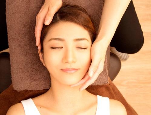 お顔の骨格を正常な位置に整えていきます