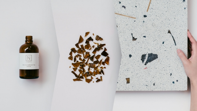 「N organic」ローション・セラムの空き瓶を砕いて製造した大理石(イメージ)