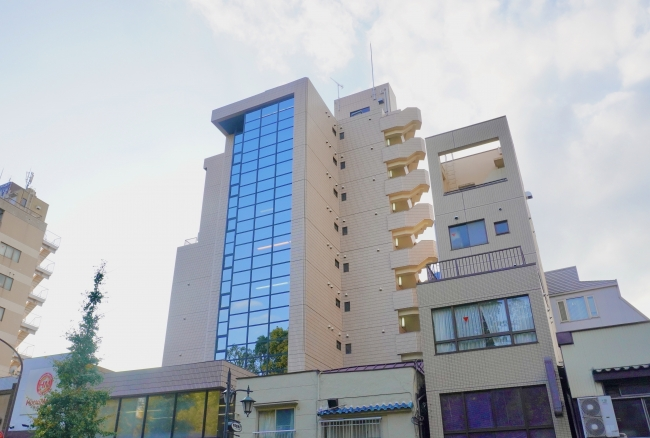 東京大学正門前に位置する本郷綱ビル
