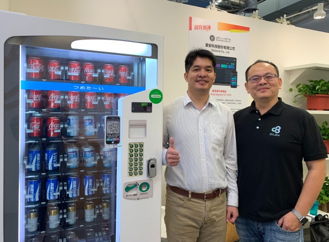 Duncan Huang, CEO at Yallvend (左) and Lman Chu, CEO and Co-founder of BiiLabs (右).