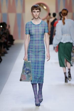 ドレス 179,000円 (税抜・松屋銀座限定)