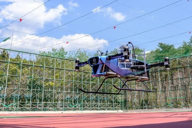 豊田テストフィールドでの屋内有人飛行試験の様子