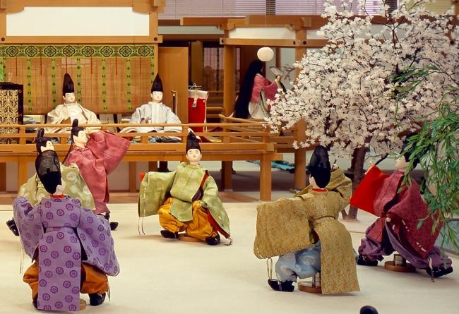 『平安宮廷スポーツスタジアム』より蹴鞠(けまり)
