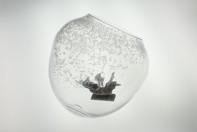 宮永愛子 川から海がはじまるとき 2007 ナフタリン、玩具、ミクストメディア 写真:上野則宏 (c)MIYANAGA Aiko Courtesy Mizuma Art Gallery