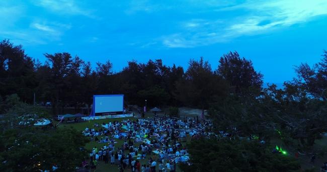 解放感のある野外映画イベント