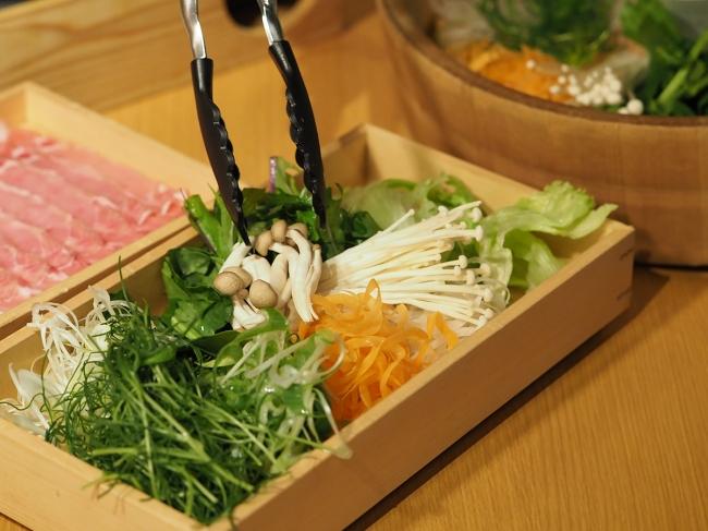 お野菜(常時 10 種類がお替り自由)