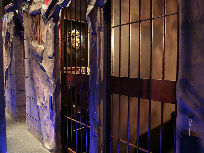 ソーシャルディスタンスを保てる「監獄風個室席」
