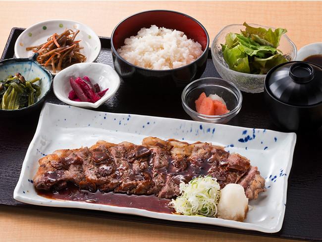 200ℊのサーロインステーキ定食 1,880円(税別)