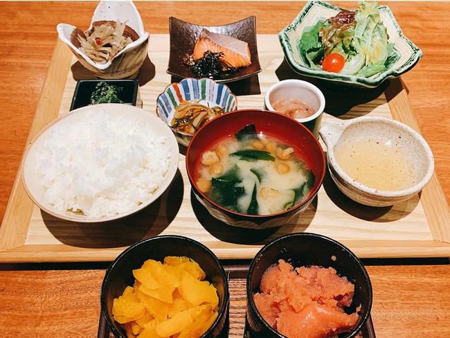 5種の小鉢の朝定食(お茶漬けお出汁付き)500円(税込)