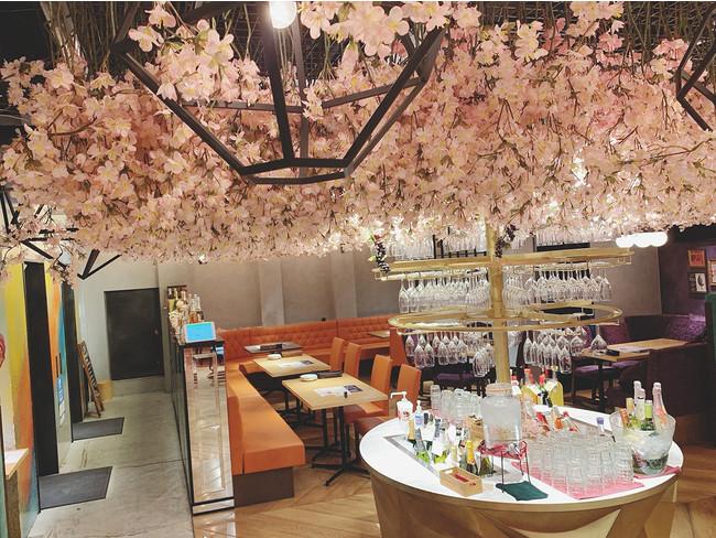 2,500本の桜の造花を装