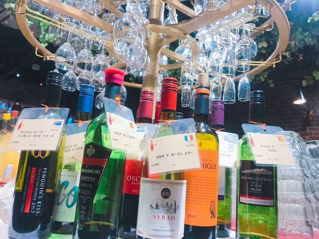ワインビュッフェに並ぶワイン