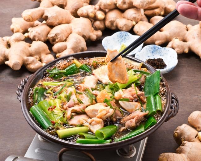 丹波黒鶏と九条葱の陶板焼き