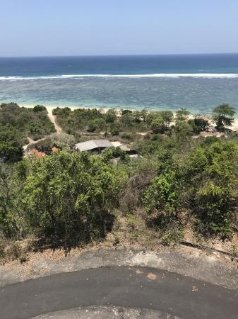ヌサドゥア東部に位置するタマンサリビーチ付近