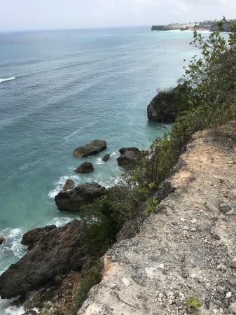 ジンバラン西部のビンギンビーチ付近