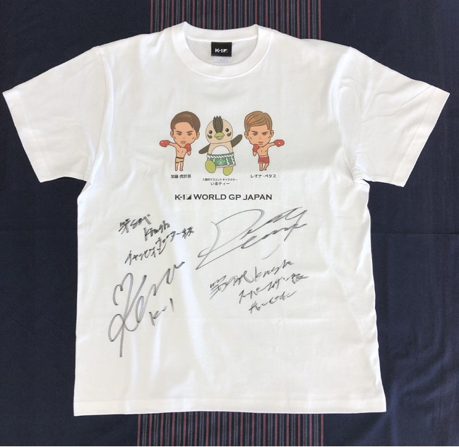サイン入りコラボTシャツ