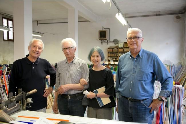 モレッティファミリーと小瀧千佐子。左からLuciano,Gianni そしてオーナーのGiuliano Moretti。photo by Marta Buso