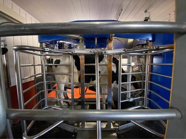デラバル社製 搾乳ロボット