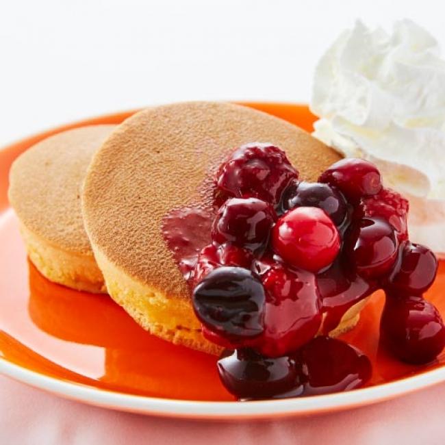 トラディショナル・ホットケーキ 3種のベリー 450円(税抜)