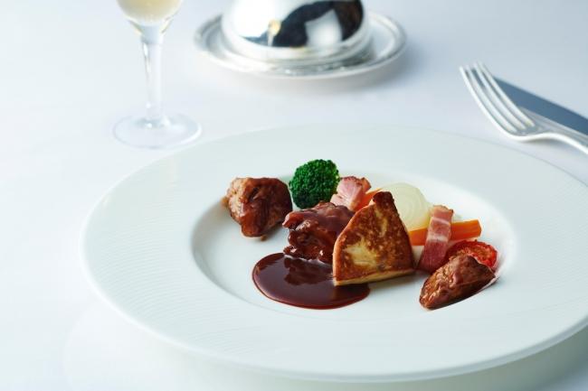 メイン料理:フォワグラを添えた牛頬肉の赤ワイン煮込み