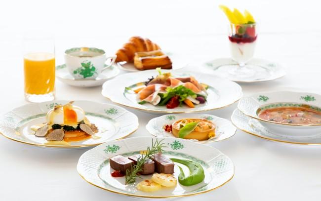 贅沢な洋食セットの朝食