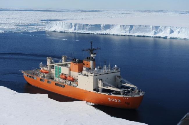 砕氷艦(南極観測船)しらせ