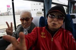 行きのバス内の写真