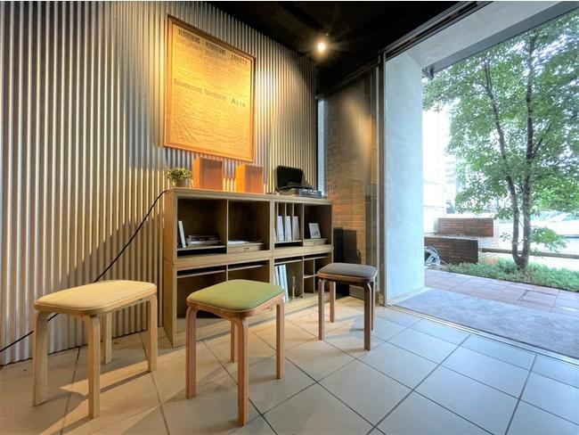 額縁も家具もスピーカーも!伝統工芸株式会社の技が旅人をお迎えします。