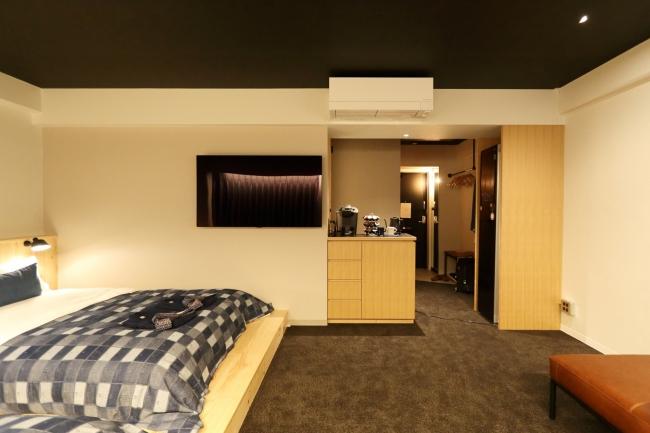 最上階10階の「ANCHOR PENTHOUSE」。ANCHOR随一の広々とした空間です。LGスタイラー(ホームクリーニング機)やアップルTVも完備。