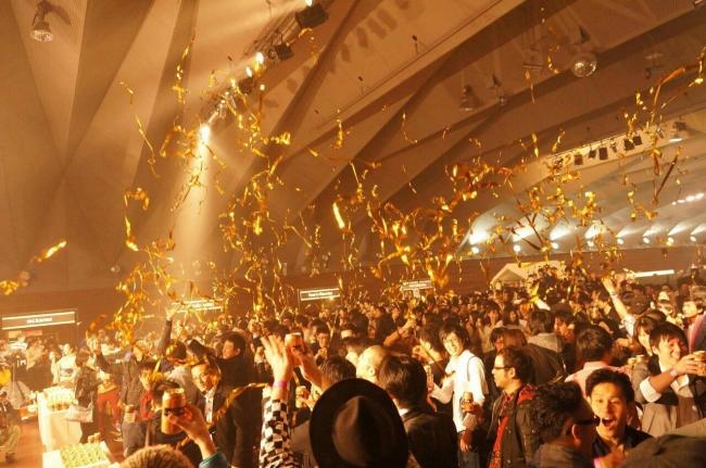 三十路祭り1985-1986 「1000人で乾杯」シーン