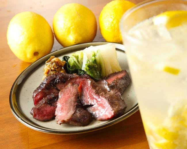 自家製塩レモンサワーは牛タンとの相性バツグン!