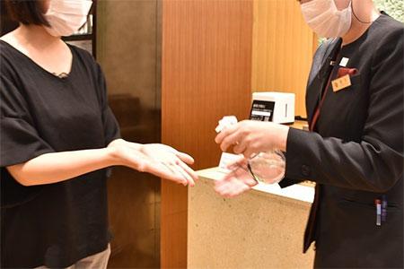 ご入館時の手指消毒