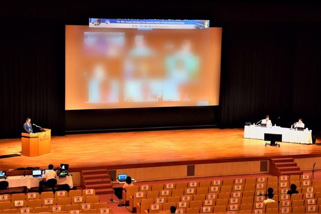ハイブリッド型方式で開催された「第49回日本IVR学会総会」