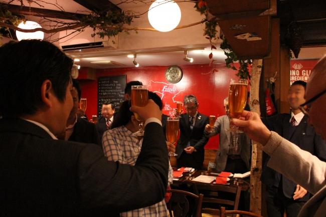 武蔵小山一番麦酒での乾杯の様子
